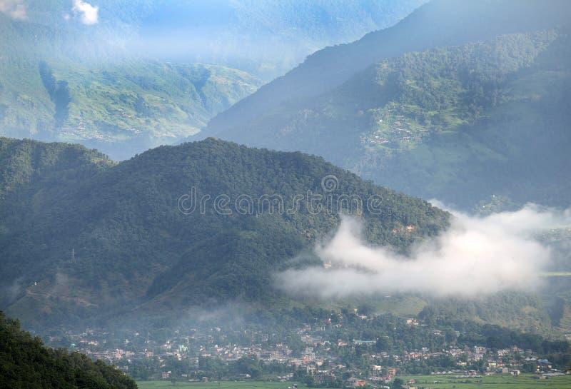 Paisagem do amanhecer no vale de Pokhara foto de stock