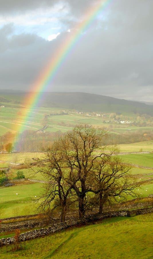 Paisagem do arco-íris em Dales de Yorkshire imagem de stock