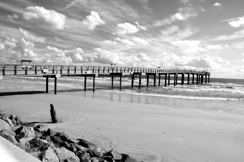Paisagem do cais da pesca em St Augustine, praia Florida fotografia de stock