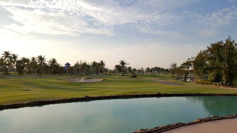 paisagem do campo de golfe no bom dia imagens de stock
