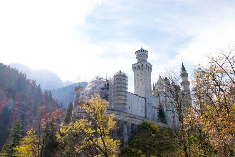 Paisagem do castelo bonito famoso de Neuschwanstein imagem de stock