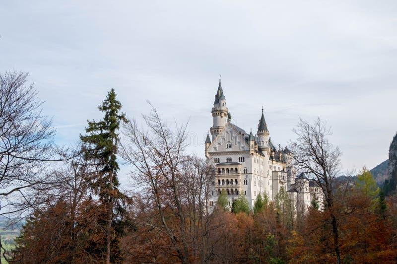 Paisagem do castelo bonito famoso de Neuschwanstein imagens de stock