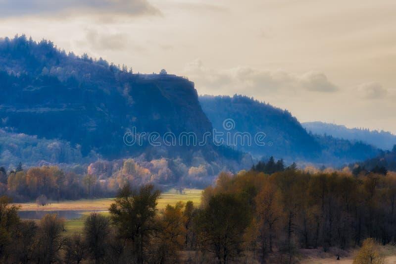 Paisagem do desfiladeiro do Rio Columbia imagens de stock