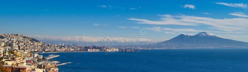 Paisagem do dia de Nápoles com Vesuvio imagem de stock royalty free