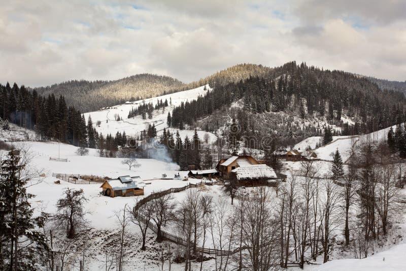 Paisagem do inverno - Bukovina, Romania imagens de stock