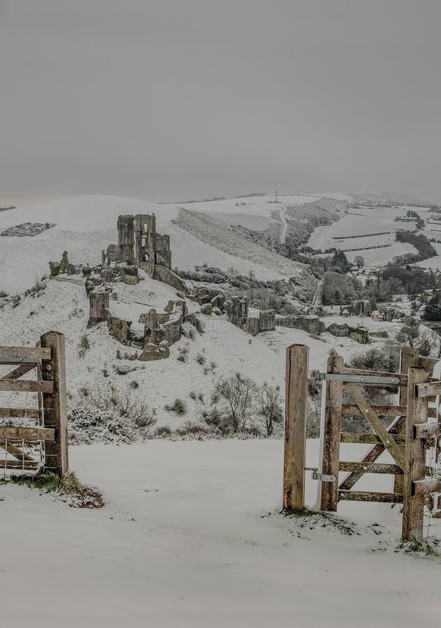 Paisagem do inverno do castelo de Corfe fotos de stock royalty free
