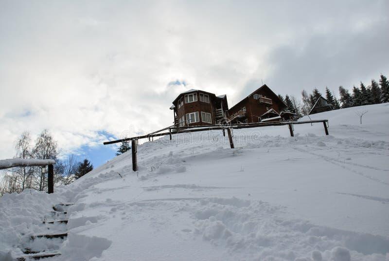 Paisagem do inverno Cena bonita do inverno no Romanian Carpathians imagem de stock