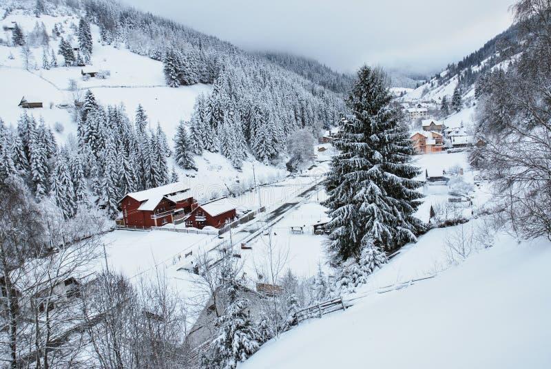 Paisagem do inverno Cena bonita do inverno no Romanian Carpathians imagens de stock royalty free