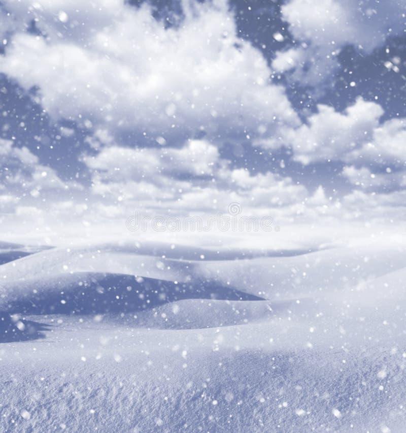 Paisagem do inverno com nuvens imagens de stock royalty free