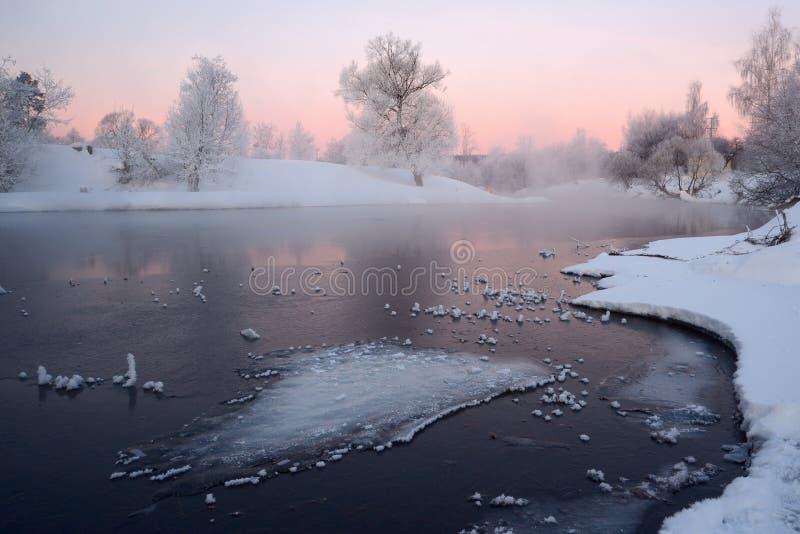 Paisagem do inverno com rio imagens de stock royalty free
