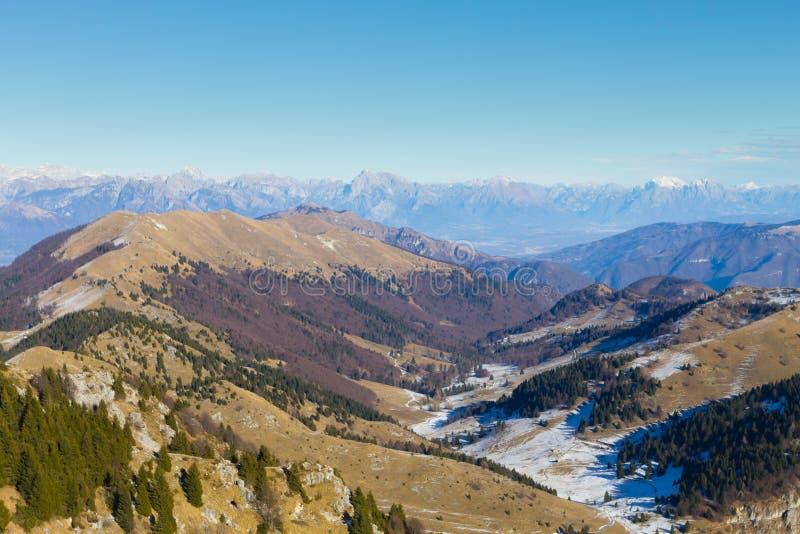Paisagem do inverno, cumes italianos imagem de stock royalty free