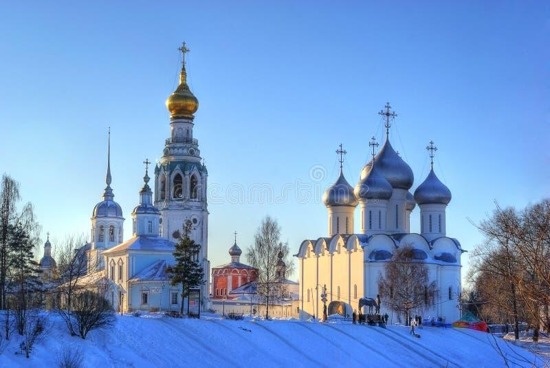 Paisagem do inverno da igreja do ortodox do russo imagens de stock