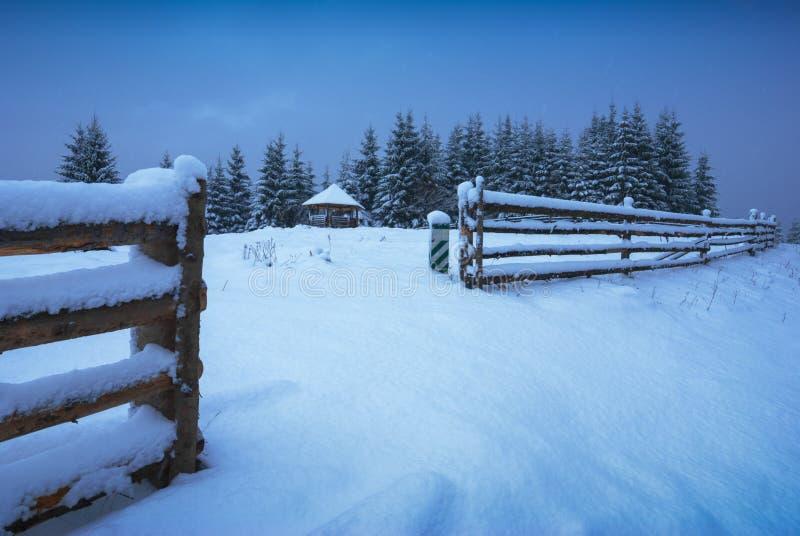 Paisagem do inverno de Idylic imagens de stock royalty free