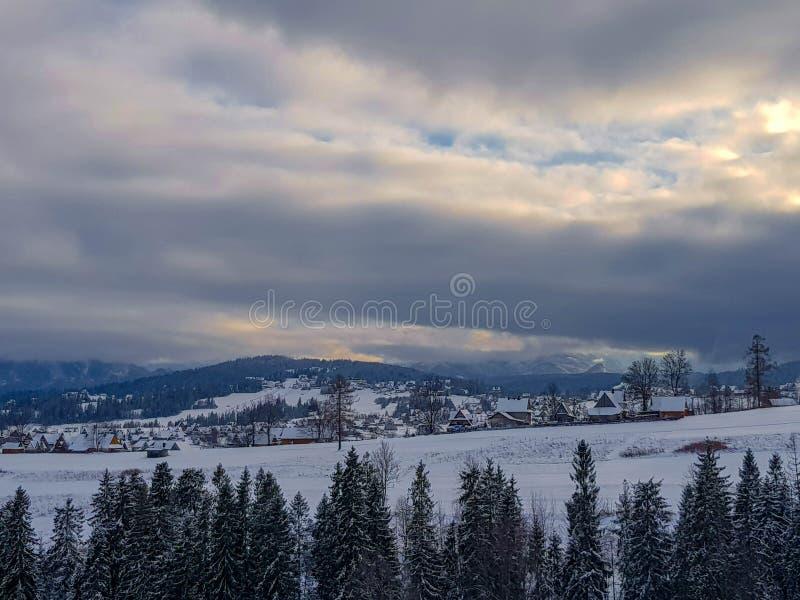 Paisagem do inverno em Bialka Tatrzanska, Polônia fotografia de stock royalty free