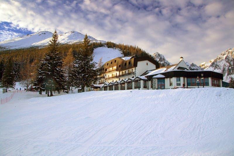 Paisagem do inverno em Tatras - Hrebienok elevados foto de stock royalty free
