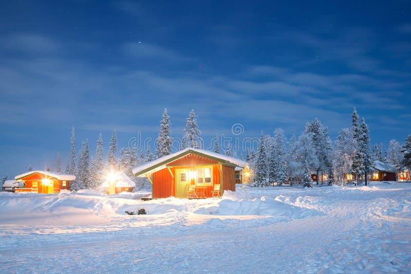 Paisagem do inverno na noite imagens de stock