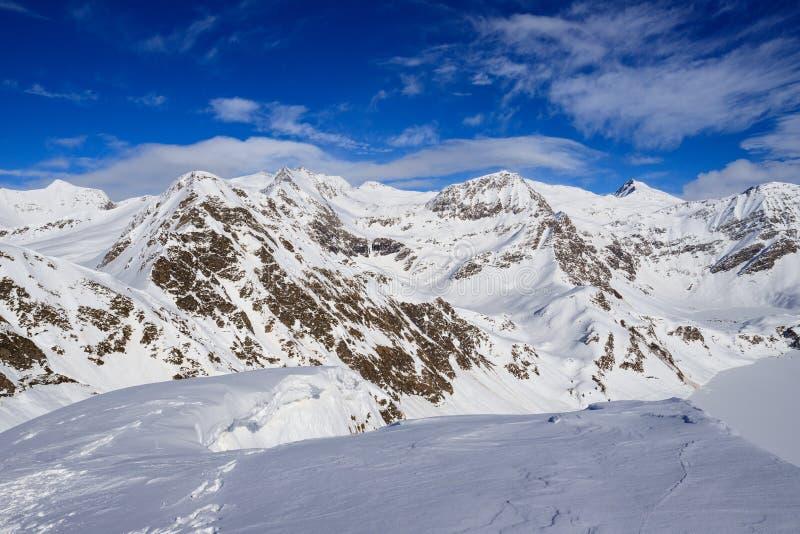 Paisagem do inverno nos cumes de Lepontine fotografia de stock