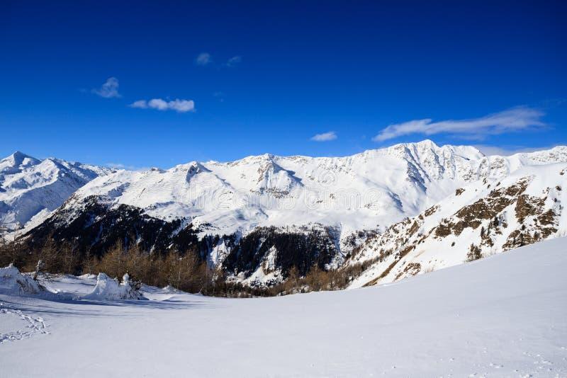 Paisagem do inverno nos cumes de Lepontine fotos de stock