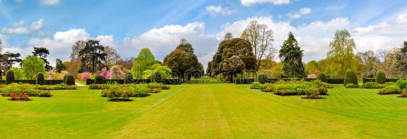 Paisagem do jardim botânico de Kew na mola, Londres, Reino Unido imagens de stock