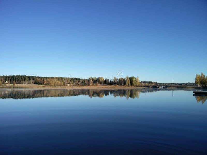 Paisagem do lago autumn em Jämsä imagens de stock royalty free