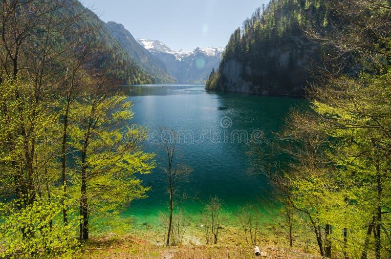 Paisagem do lago em Áustria com montanhas imagens de stock