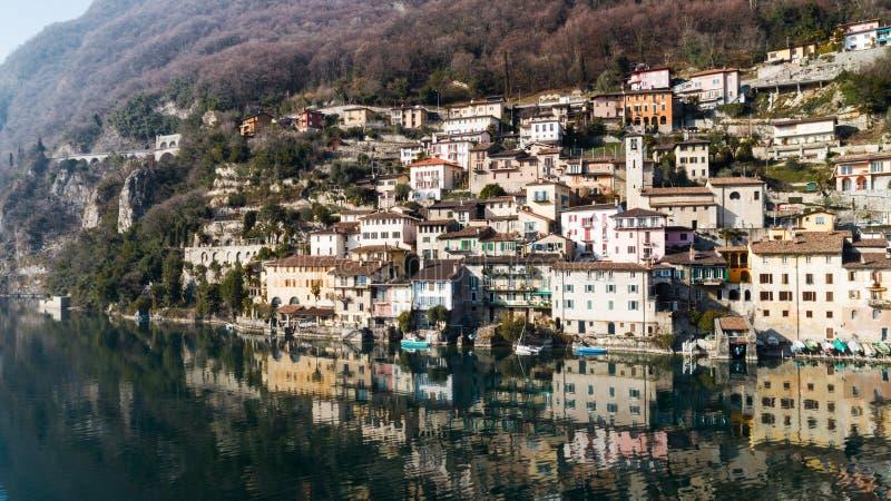 Paisagem do lago Lugano, Tessin, Gandria foto de stock royalty free
