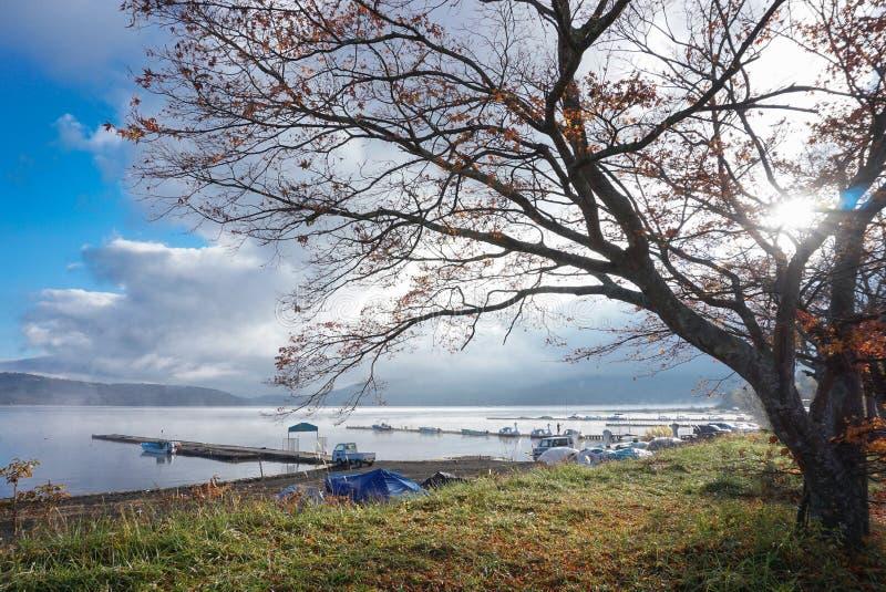 Paisagem do lago Yamanaka no amanhecer, Jap?o imagens de stock