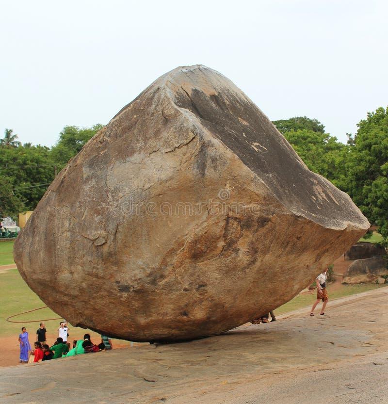 Paisagem do mahabalipuram com a bola da manteiga dos krishna fotografia de stock