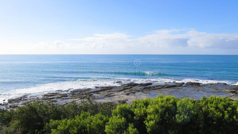 Paisagem do mar com rochas fotografia de stock