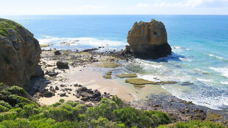 Paisagem do mar com rochas fotografia de stock royalty free
