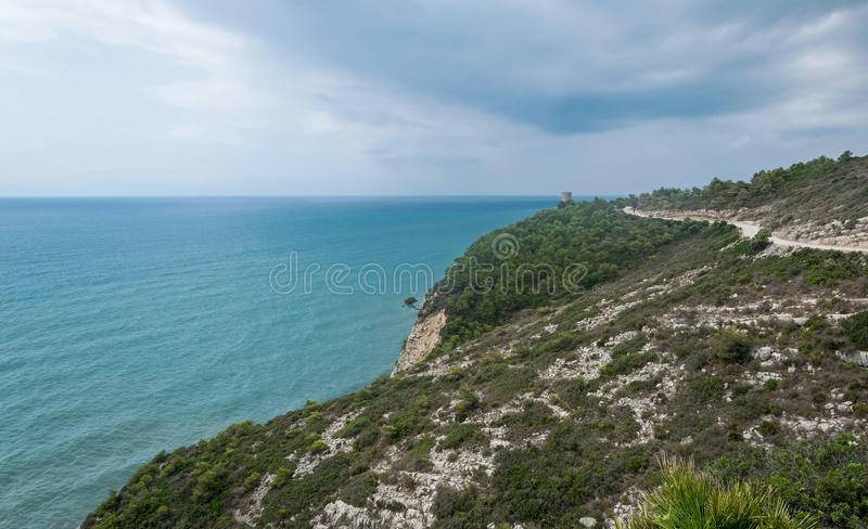 Paisagem do mar e da montanha fotos de stock royalty free