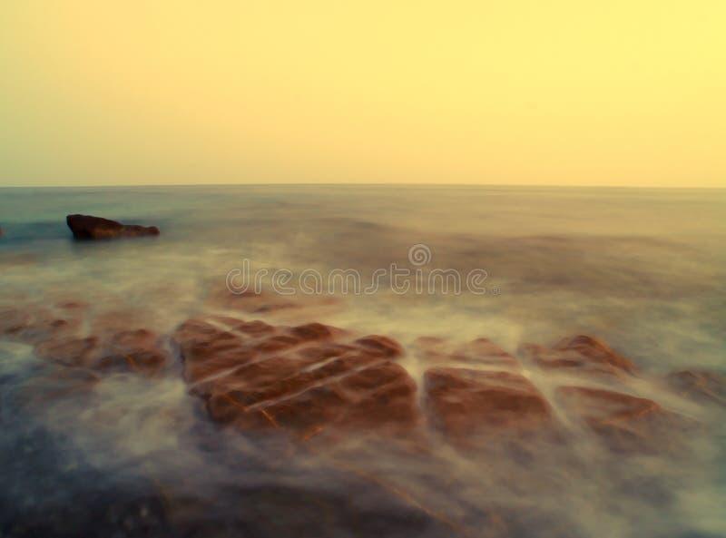 Paisagem do mar no por do sol imagens de stock royalty free