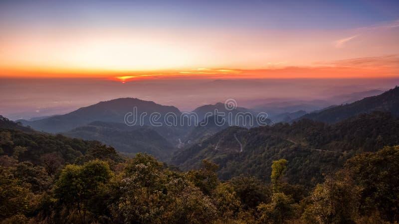 Paisagem do nascer do sol do por do sol imagens de stock royalty free