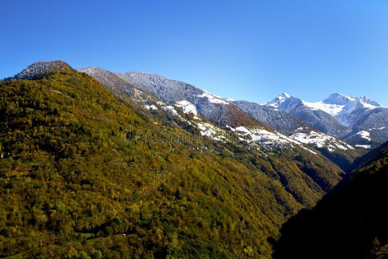 Download Paisagem do outono imagem de stock. Imagem de paisagem - 16870531