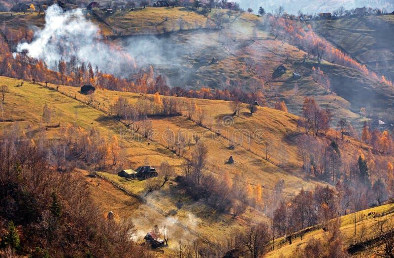 Paisagem do outono em Roménia fotos de stock royalty free