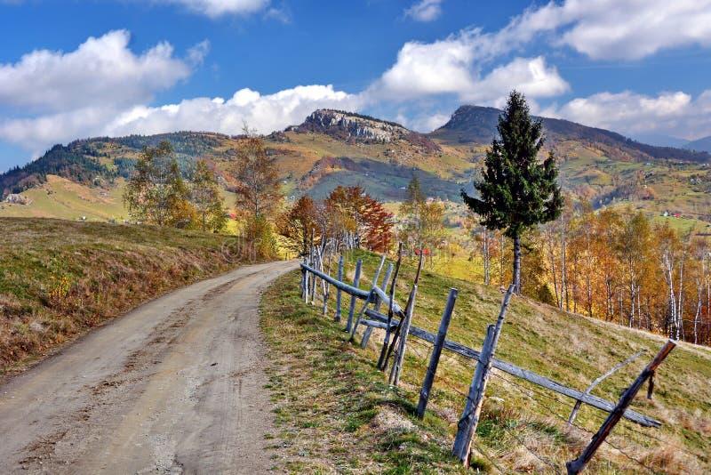 Paisagem do outono em Roménia fotos de stock