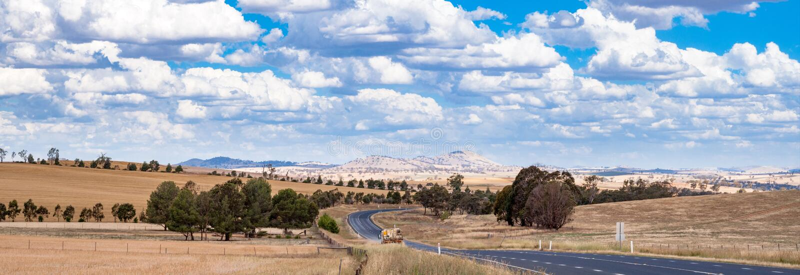 Paisagem do panorama da estrada australiana do interior fotos de stock royalty free