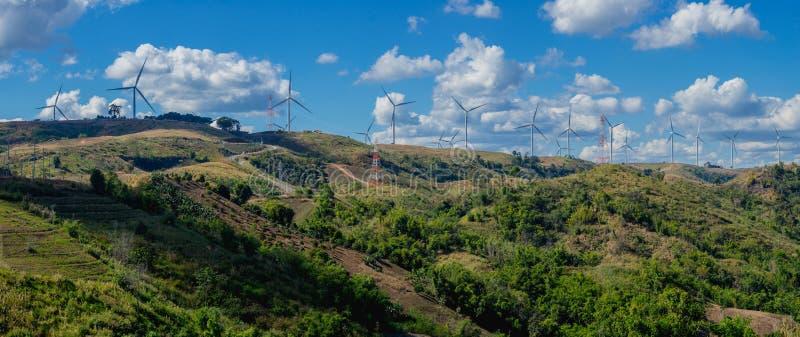 Paisagem do panorama da turbina eólica imagens de stock