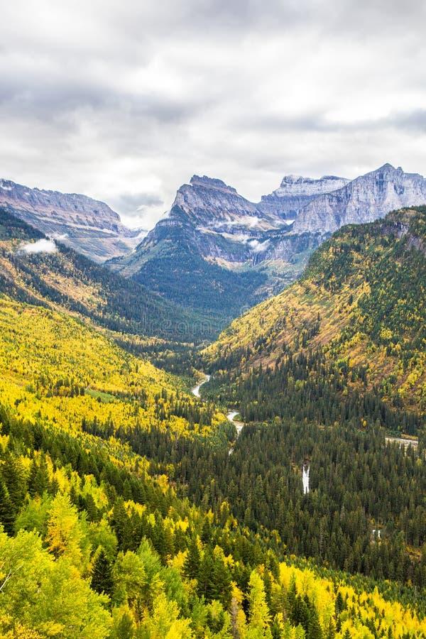 Paisagem do parque nacional de geleira na queda imagens de stock royalty free