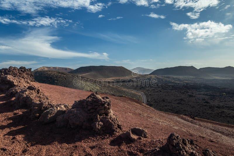 Paisagem do parque nacional de Timanfaya em Lanzarote, Ilhas Can?rias, Espanha Montanhas vulc?nicas imagem de stock royalty free
