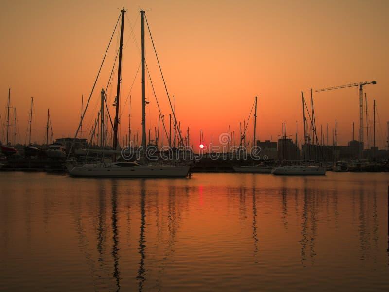 Paisagem do por do sol do porto imagem de stock