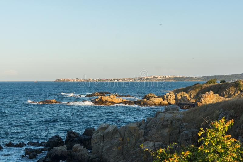 Paisagem do por do sol do litoral de Chernomorets, região de Burgas, Bulgária imagem de stock royalty free