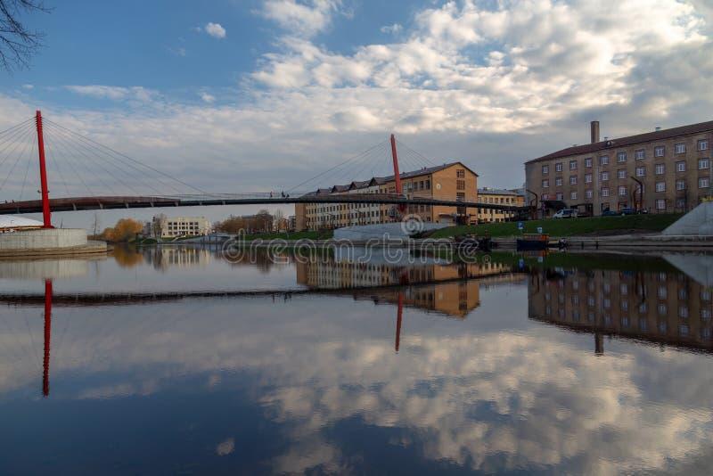 Paisagem do rio da cidade de Jelgava Zemgale Latvija Letónia fotos de stock
