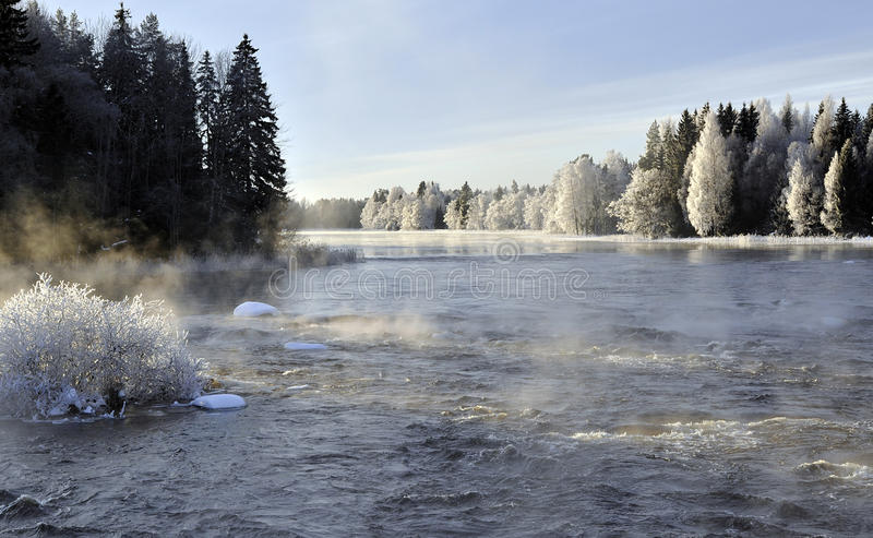 Paisagem do rio do inverno imagens de stock royalty free
