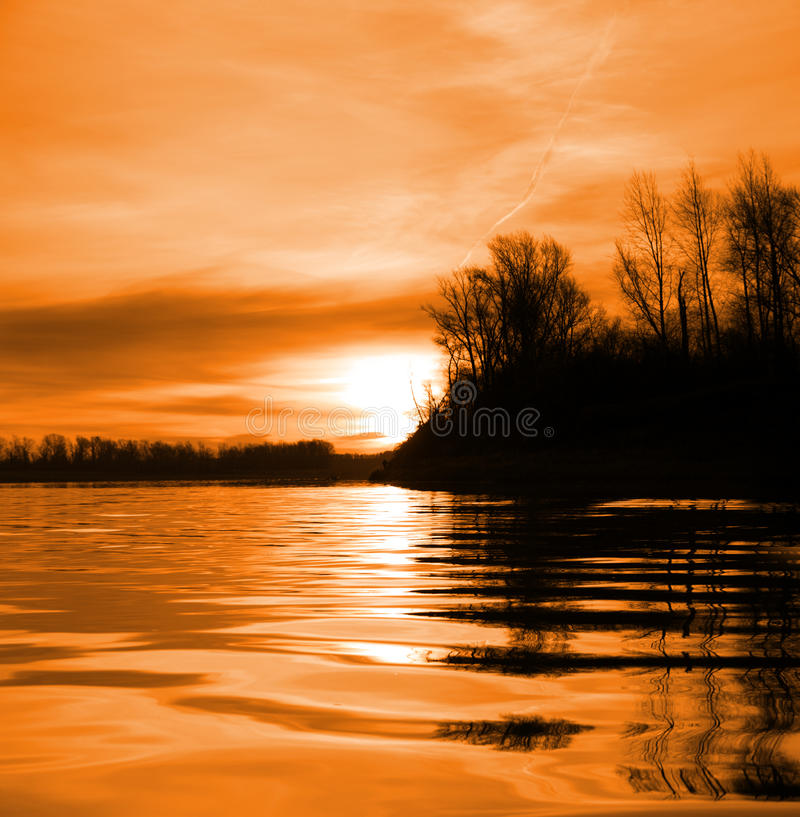 Paisagem do rio vermelho com por do sol fotografia de stock