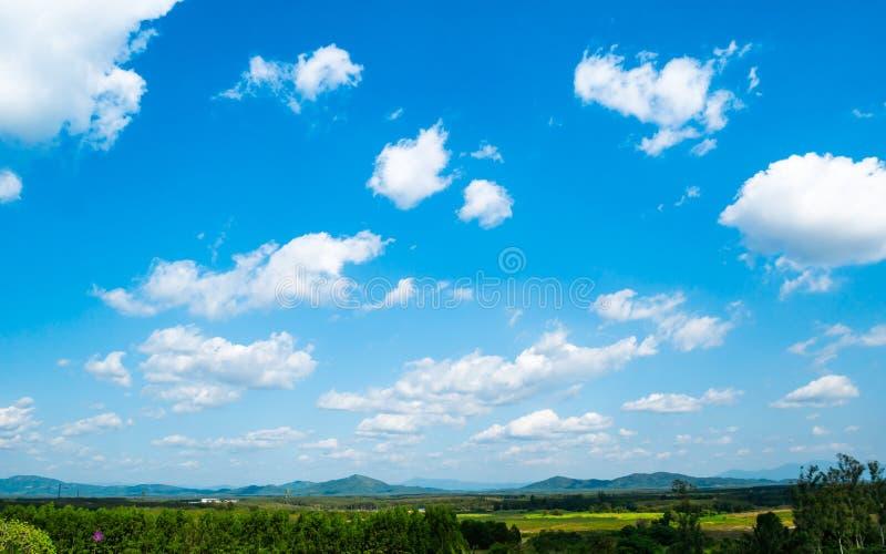 Paisagem do vale da montanha em Tailândia Dia da vista bonita l fotos de stock