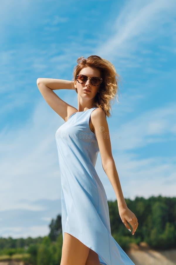 Paisagem do verão com menina foto de stock royalty free