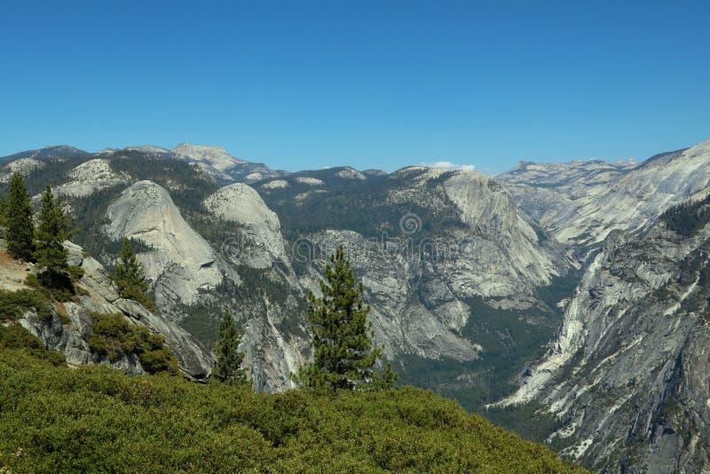 Paisagem do verão do vale do parque nacional de Yosemite do ponto da geleira foto de stock