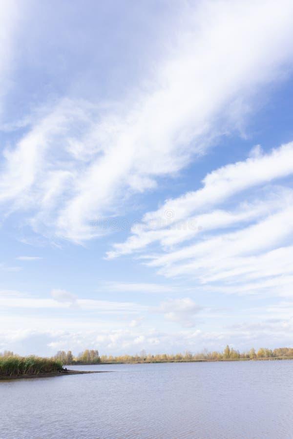 Paisagem do ver?o com mar e horizonte sobre a ?gua foto de stock