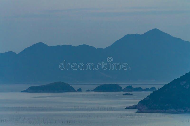 Paisagem dos bancos de areia de Xiapu no por do sol O por do sol do mar raso bonito e dos planos mar? ajardina no condado do xiap imagens de stock